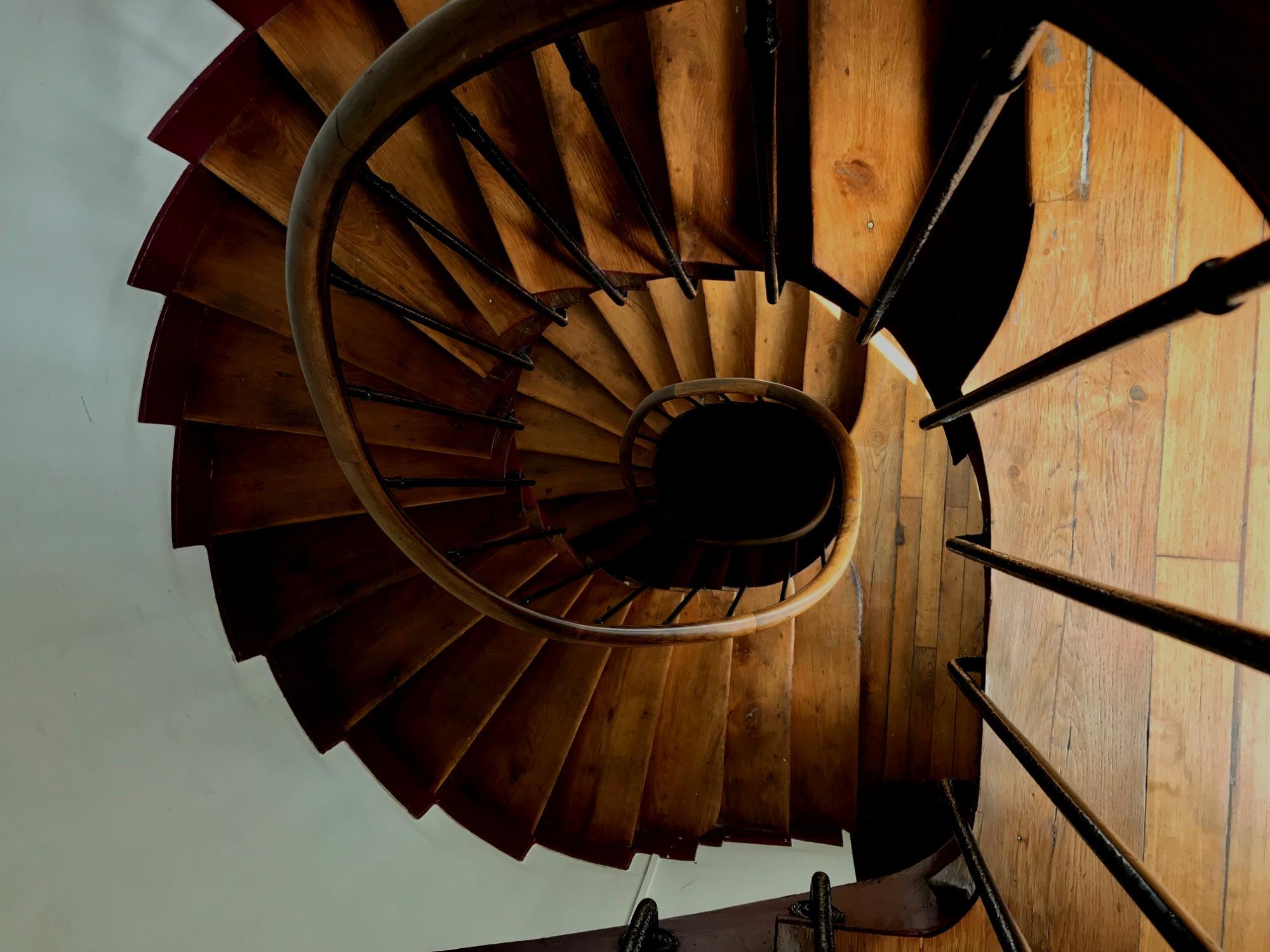 Escalier, nue propriete ancienne, Paris 10