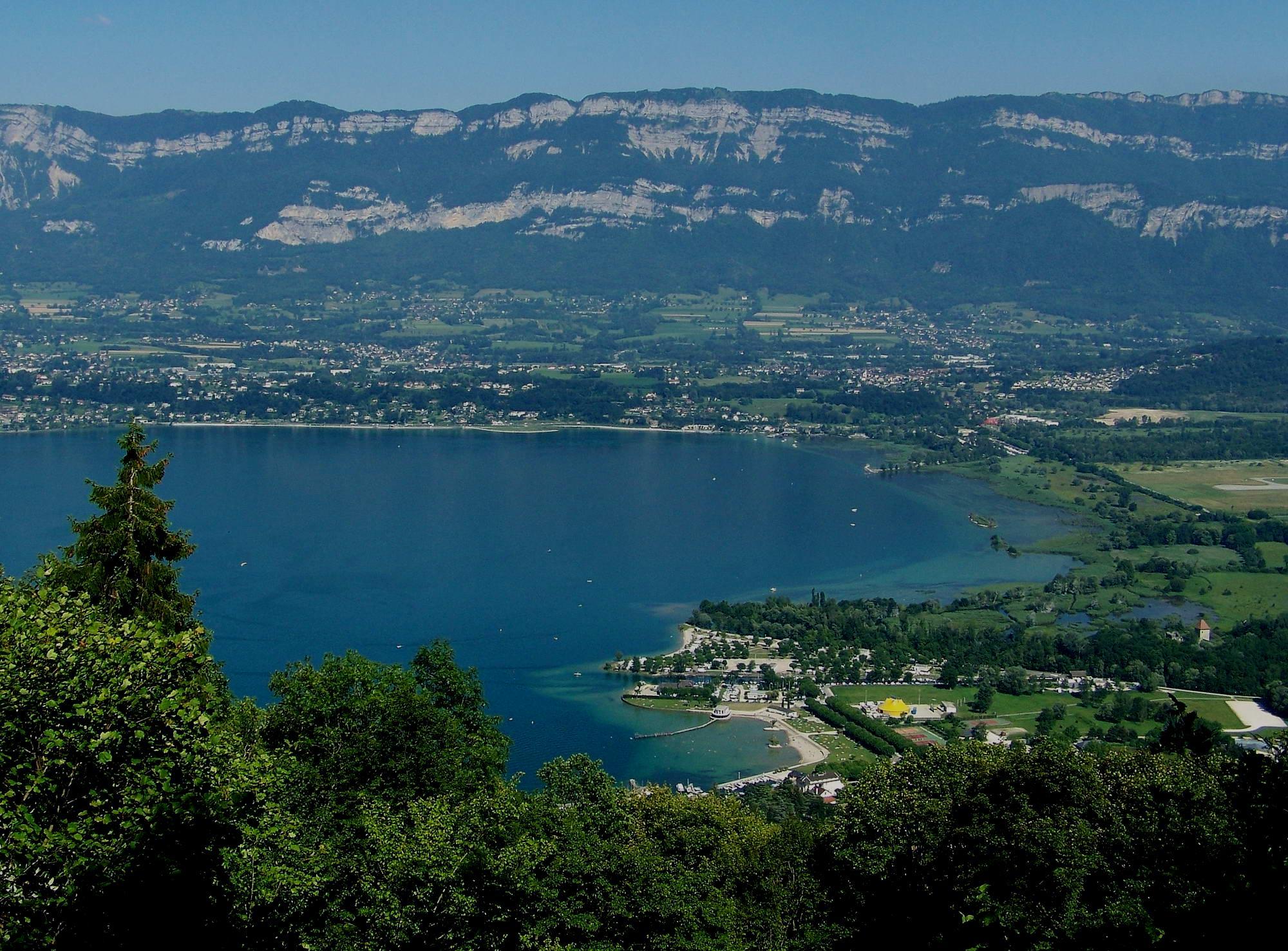 https://fr.m.wikipedia.org/wiki/Fichier:Lac_du_Bourget_Sud.JPG